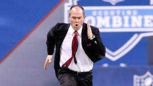 Everybody's favourite NFL Network host, Mr Rich Eisen. Everybody's favourite part of the Combine, Eisen running the 40-yard dash!
